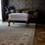 Серый ковер Персиция в гостиной