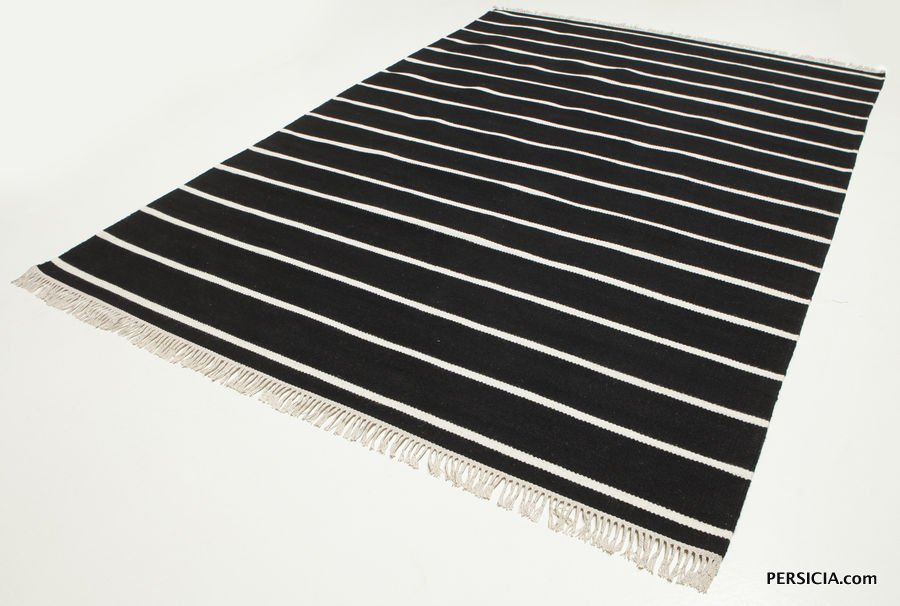 Стильный современный черный ковер в белую полоску. Шерсть. В наличии в Москве. Купить с доставкой.