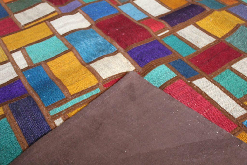 Качественный ковер (килим) пэчворк из лоскутов персидских килим бирюзового цвета с контрастным центром. Ручная работа. Шерсть. В наличии в Москве. Купить в интернет-магазине с доставкой
